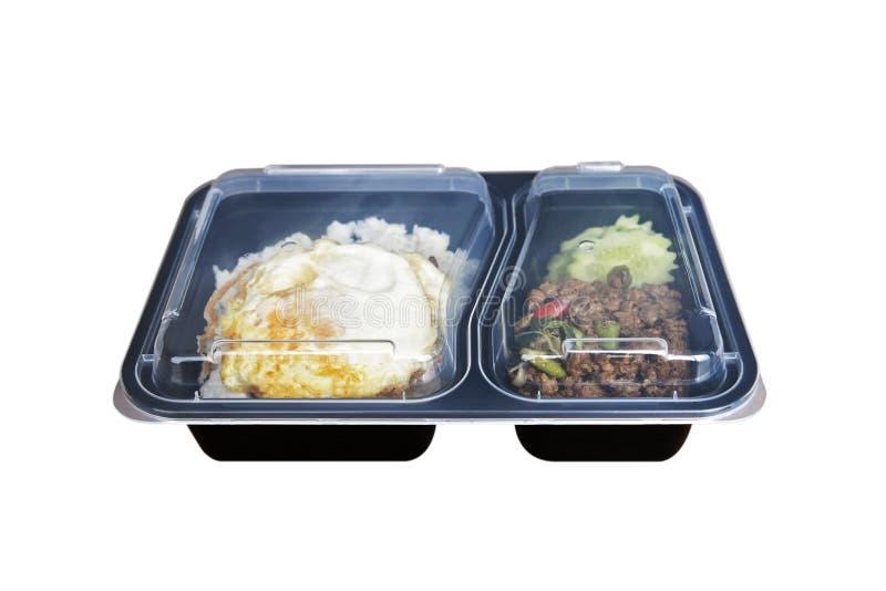 Basil friste rijst in een zwarte plastic doos met helder deksel op witte achtergrond royalty-vrije stock fotografie