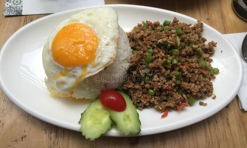 Basil Leaves Minced Pork Food thaïlandais ! photographie stock libre de droits