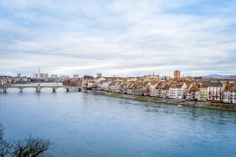 Basileia, Suíça - ponte média e Kleinbasel imagem de stock royalty free