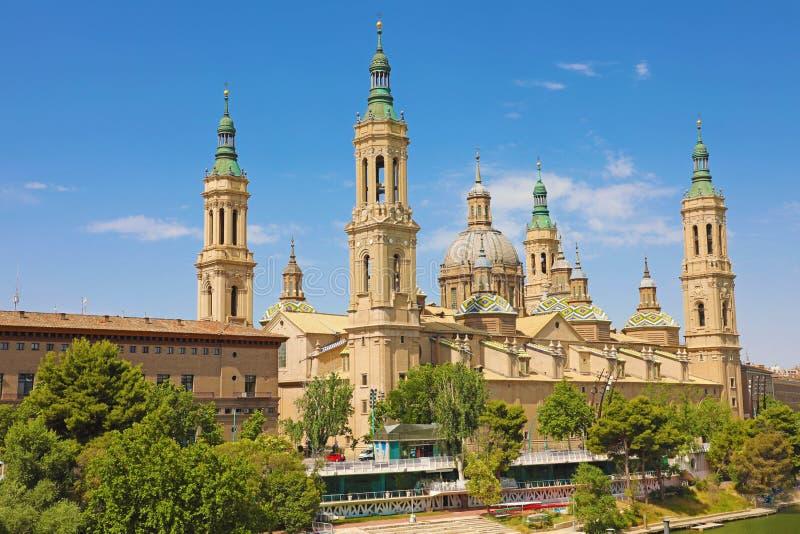 Basilica della nostra signora della colonna dal fiume l'Ebro È reputato essere la prima chiesa dedicata a Maria nella storia immagine stock