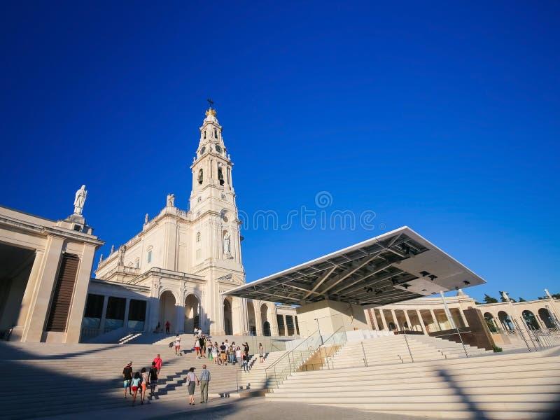 Basilica della nostra signora del rosario in Fatima, Portogallo immagine stock libera da diritti
