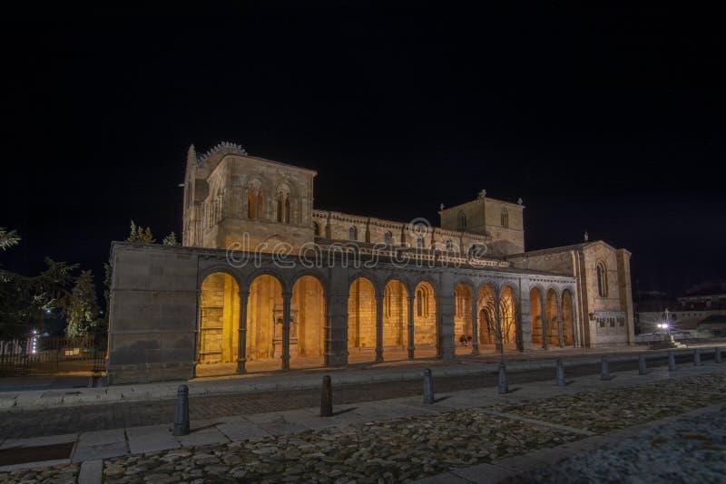 Basilica di San Vicente in Città Vecchia di Avila con il suo supplemento fotografia stock