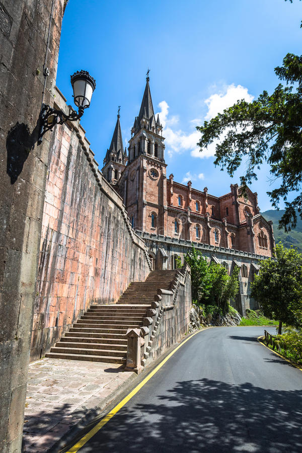 Basilica di Santa Maria, Covadonga, Asturie, Spagna immagine stock libera da diritti