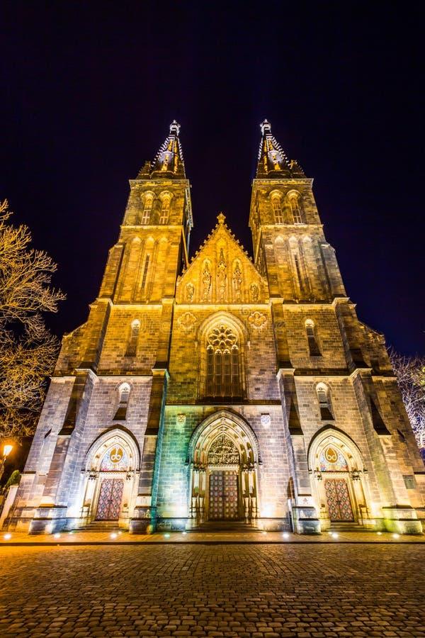 Basilica di St Peter e di St Paul in Vysehrad, Praga, repubblica Ceca immagine stock
