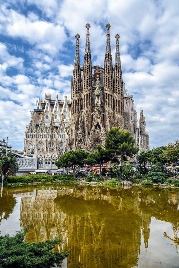 Basilica e chiesa espiatoria della famiglia santa da Gaudi immagini stock libere da diritti