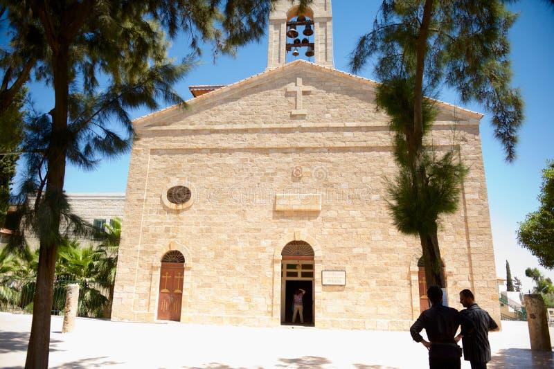 Basilica ortodossa bizantino di St George con la mappa di mosaico dell'interno della Terra Santa in Madaba, Giordania fotografie stock libere da diritti