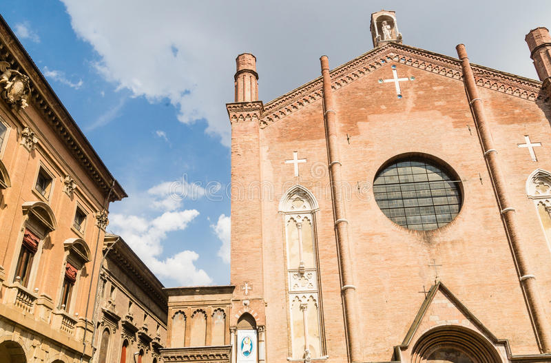 https://thumbs.dreamstime.com/b/basilica-san-giacomo-maggiore-bologna-italy-view-81340413.jpg