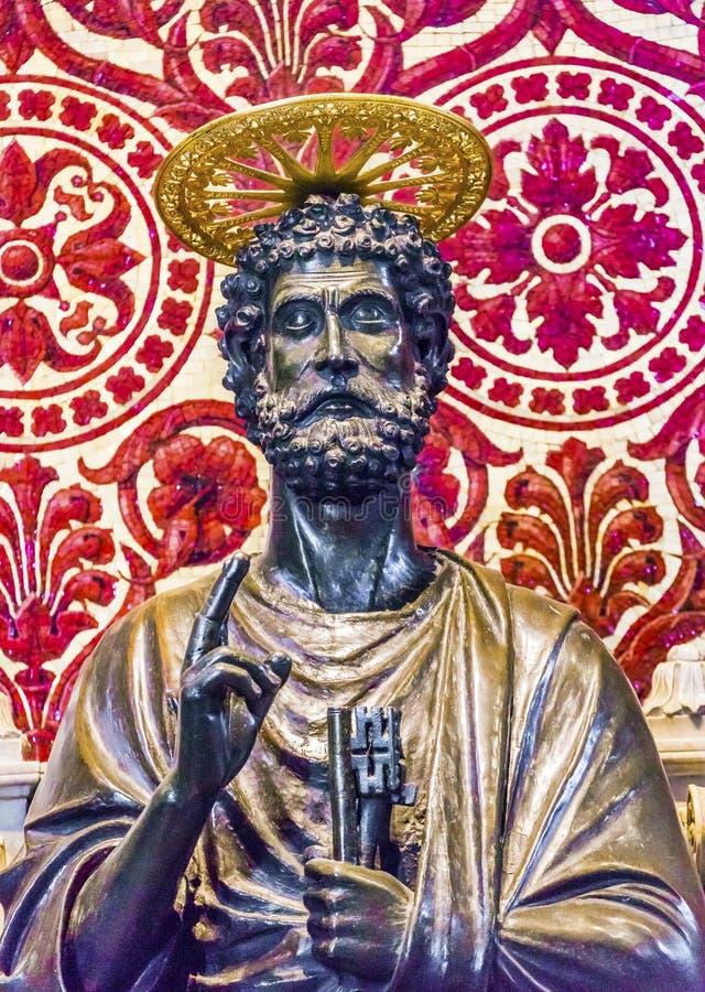 Basilica Vaticano Roma del ` s di Peter Bronze Statue Saint Peter del san  immagine stock