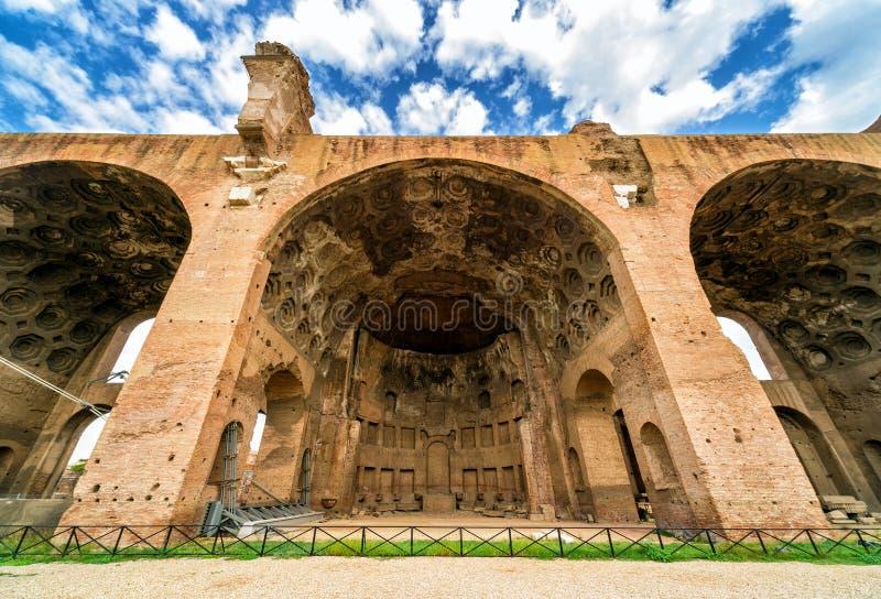Basilicaen av Maxentius och Constantine i Rome royaltyfri bild
