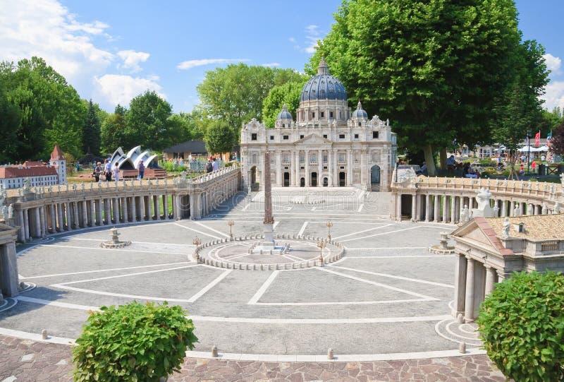 basilicastadspeter s st vatican Klagenfurt Miniatyren parkerar royaltyfria foton