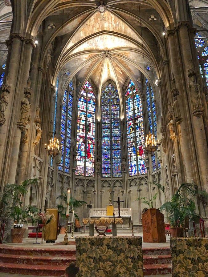 Basiliek in Carcassonne stock foto's