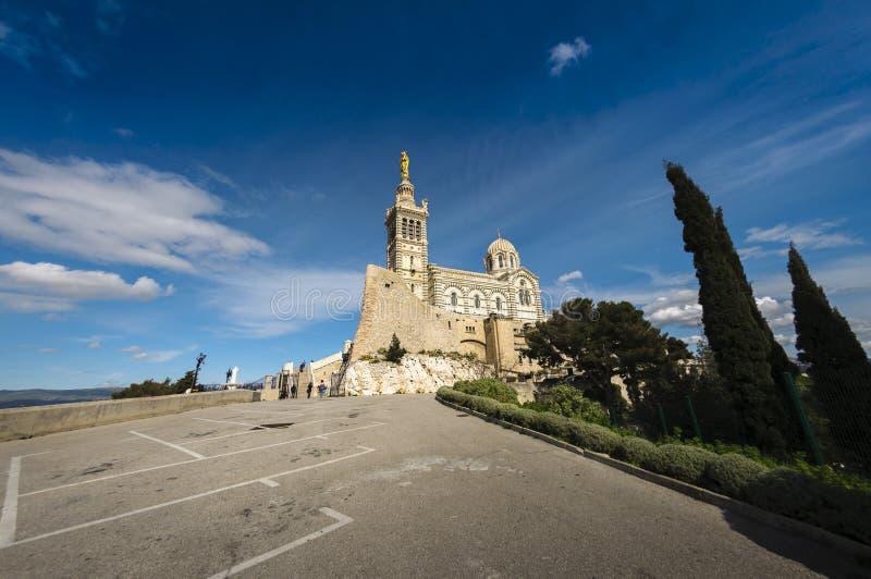 Basiliek Notre Dame de La Garde bij de stad van Marseille, Frankrijk royalty-vrije stock foto's