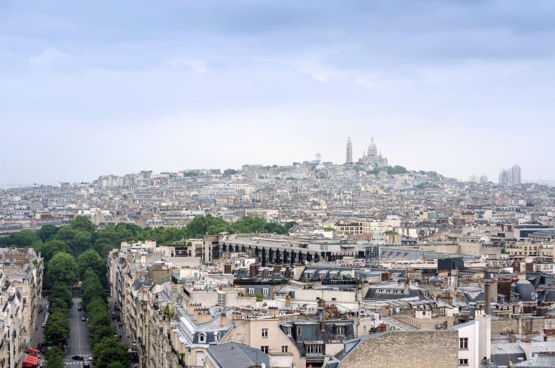 Basiliek Sacre Coeur in montmartre met de horizon van Parijs royalty-vrije stock foto