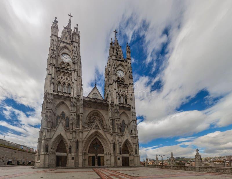 Basiliek van de Nationale Gelofte in Quito stock foto