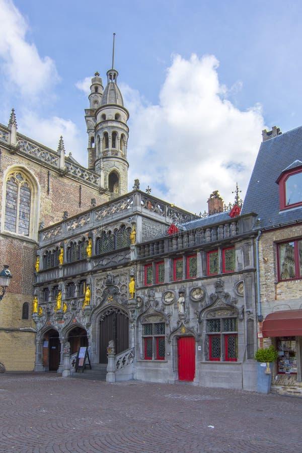 Basiliek van het Heilige Bloed op Burg-vierkant in centrum van Brugge, België stock foto's