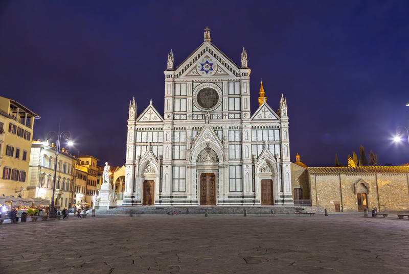 Basiliek van Santa Croce bij de avond stock foto's