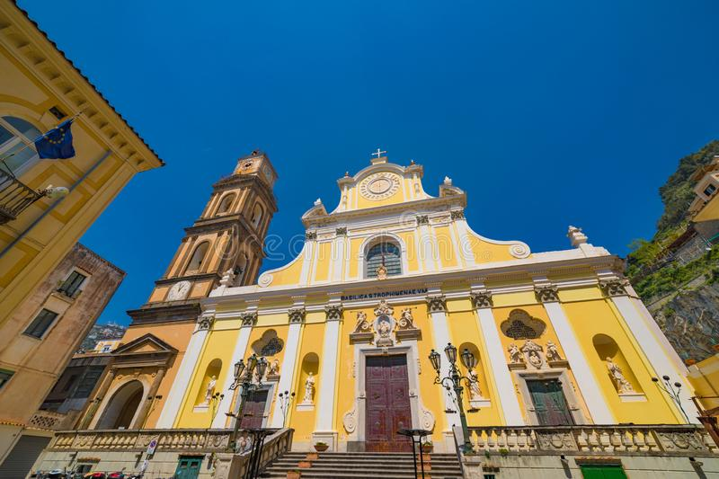 Basiliek van Santa Trofimena in Minori, Amalfi Kust, Italië royalty-vrije stock foto's