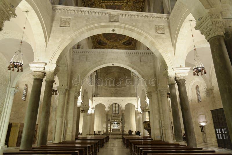 Basiliek van Sinterklaas, Bari, Italië nachtbinnenland royalty-vrije stock foto