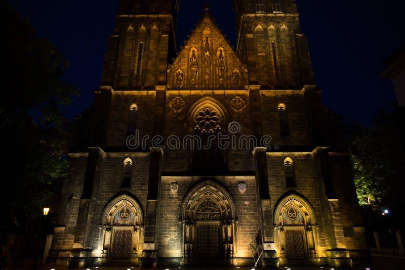 Basiliek van St Peter en St Paul in Praag stock foto's