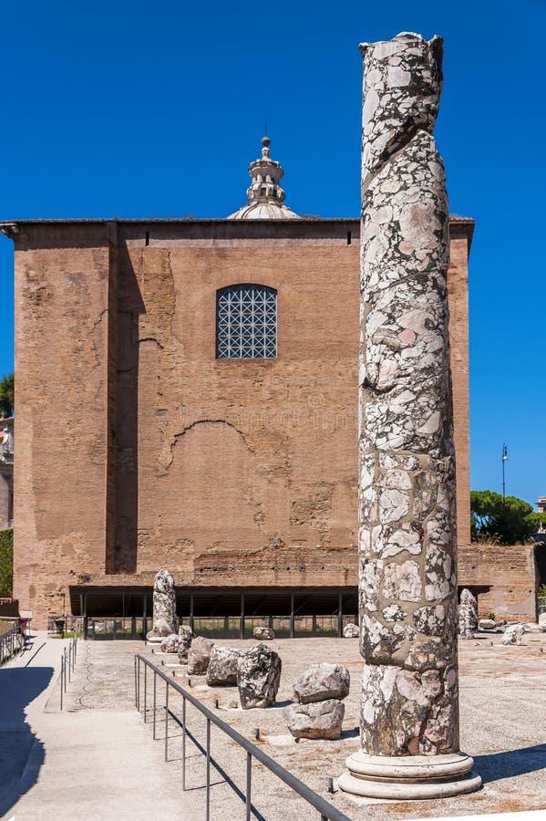 Basilika Aemilia och Curia Julia royaltyfria bilder