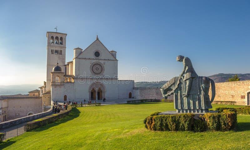 Basilika av den San Francesco d'Assisien, Assisi, Italien royaltyfria bilder