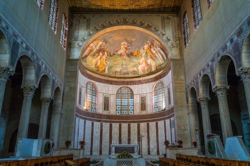 Basilika av helgonet Sabina, historisk kyrka på den Aventine kullen i Rome, Italien royaltyfria bilder