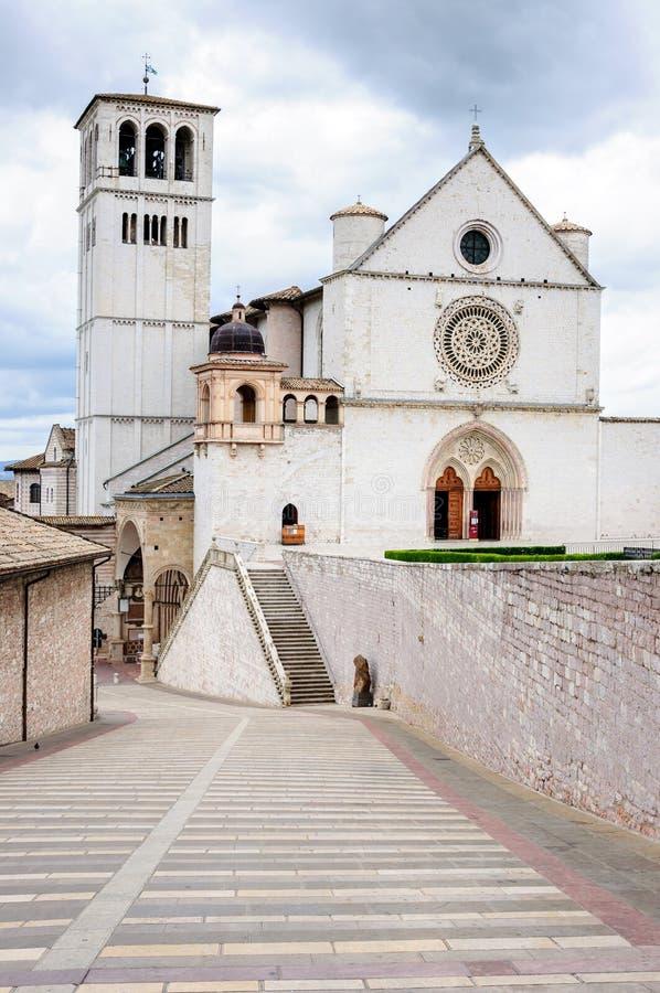 Basilika av San Francesco av Assisi på solnedgången, Umbria, Italien arkivbild