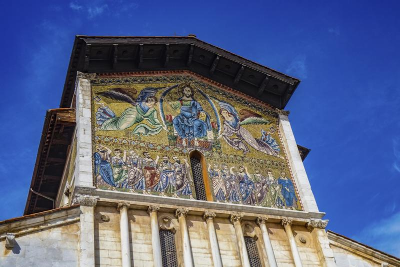 Basilika av San Frediano i Lucca Tuscany Italien royaltyfria foton