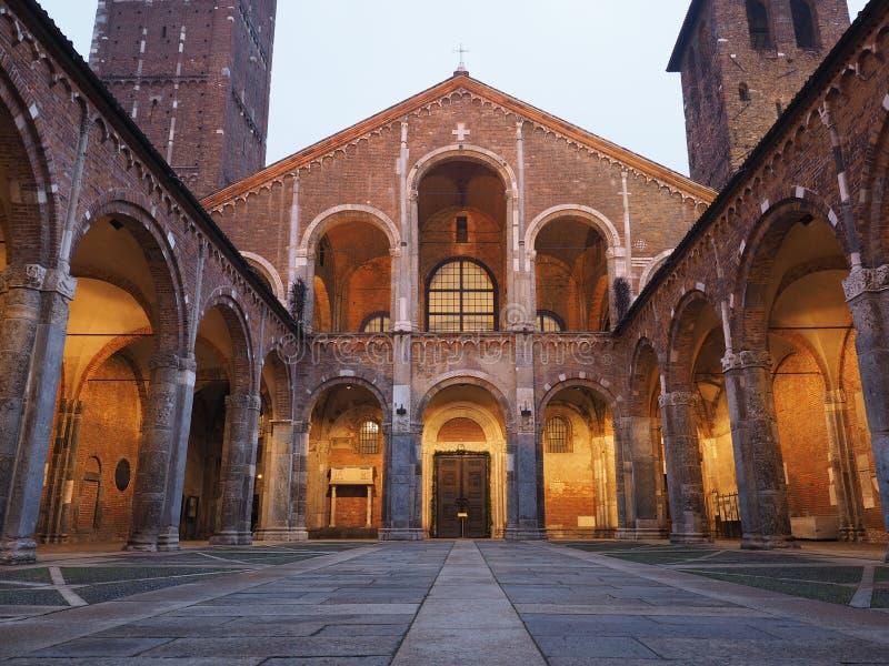 Basilika av Sant Ambrogio i Milan, Italien royaltyfri fotografi