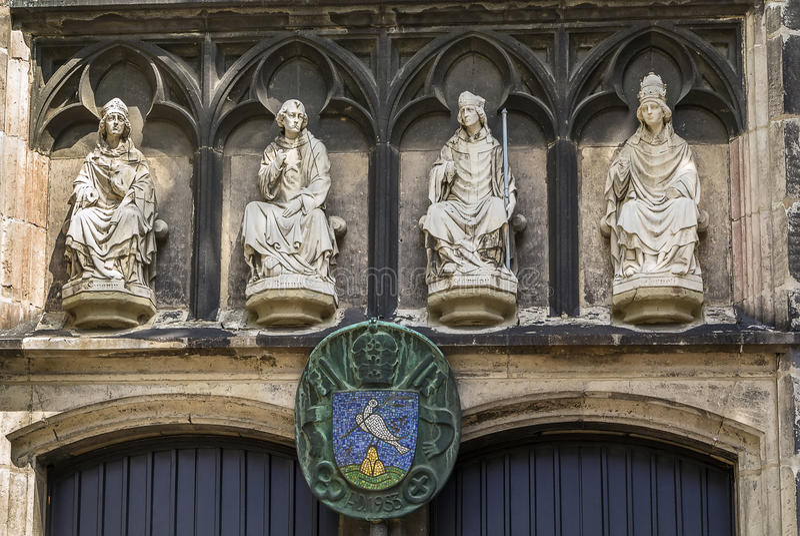 Basilika av St Severin, Cologne, Tyskland fotografering för bildbyråer