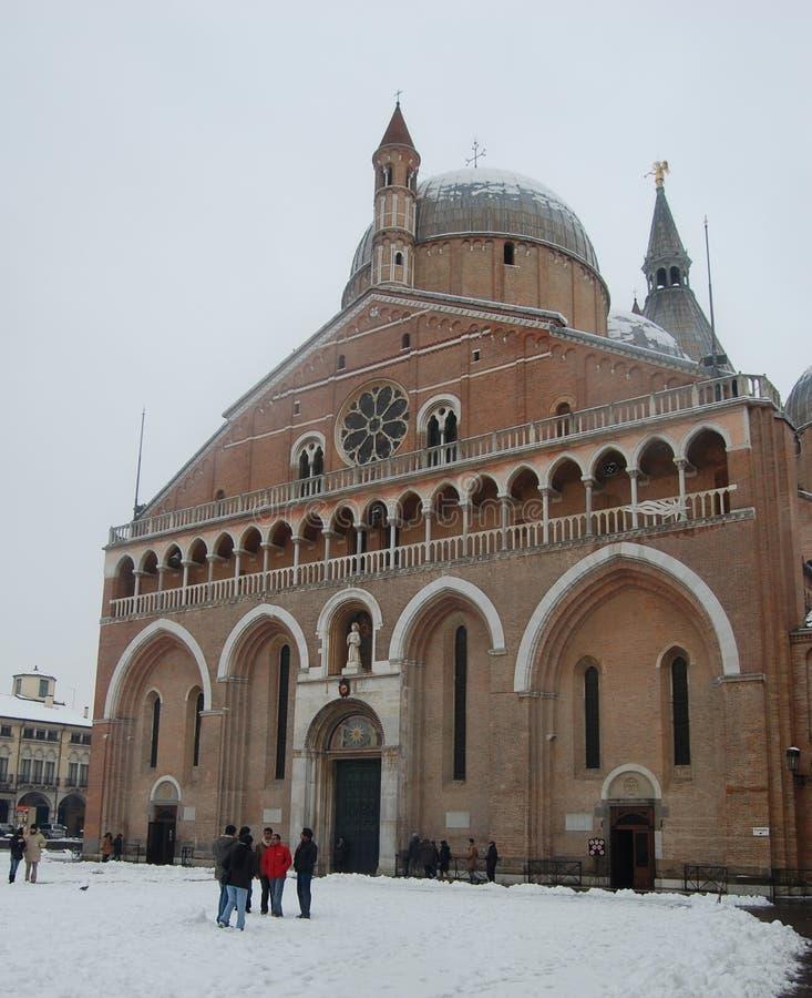 Basilika del Santo i den Padua vintern arkivbilder