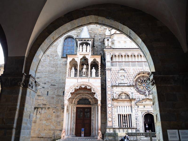 Basilika från båge av den Palazzo dellaen Ragione arkivfoton