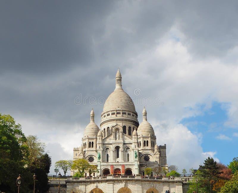Basilika heiligen Herzens Sacre Coeur auf Montmartre-Hügel, Paris, Frankreich stockbild