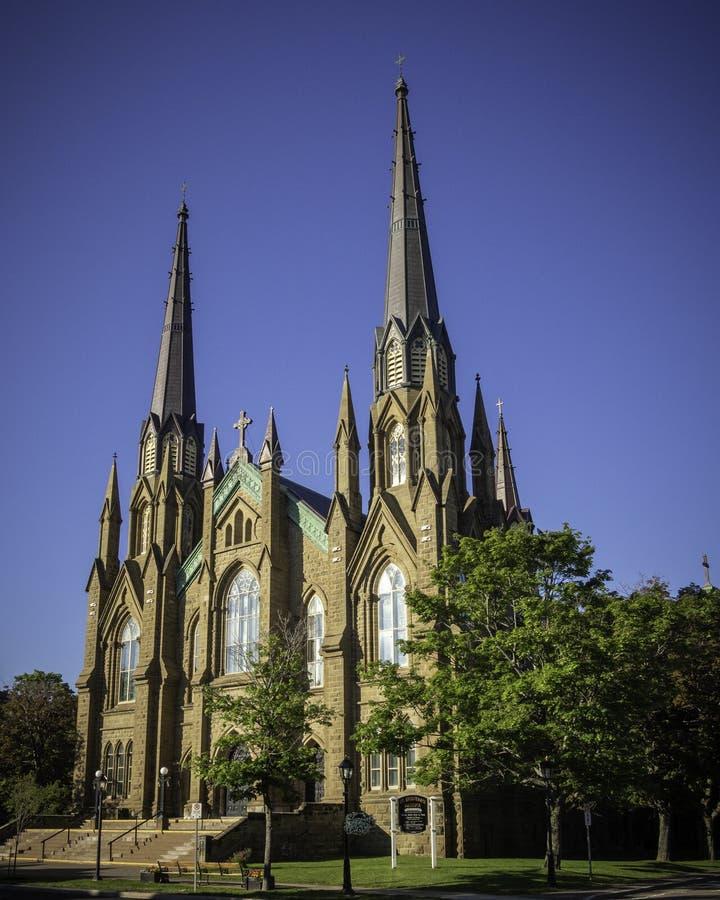 Basilika-Kathedrale St. Dunstans am sonnigen Tag in Charlottetown stockbilder