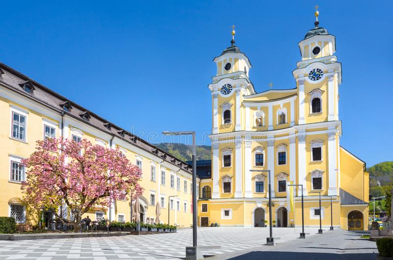 Basilika St Michael in Mondsee, Salzkammergut, Hogere Austri stock afbeeldingen