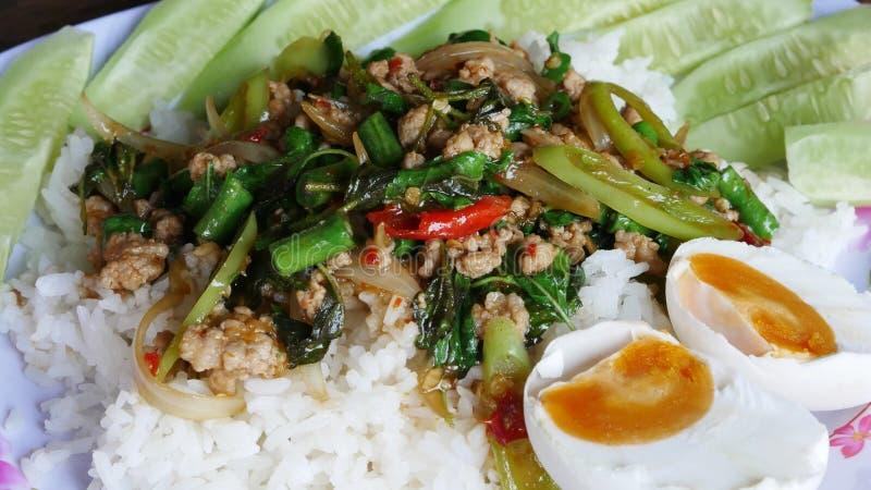 basilika stekt rice royaltyfria foton