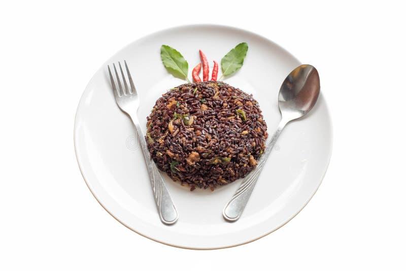 Basilika stekte riceberry ris blandade med finhackat griskött fotografering för bildbyråer