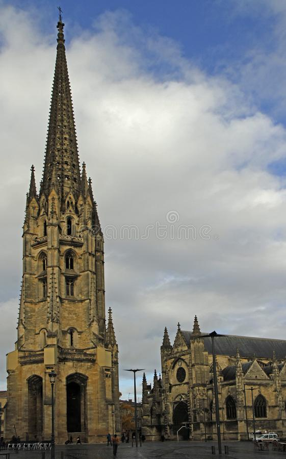 Basilika von St Michael im Stadt Bordeaux stockfotos