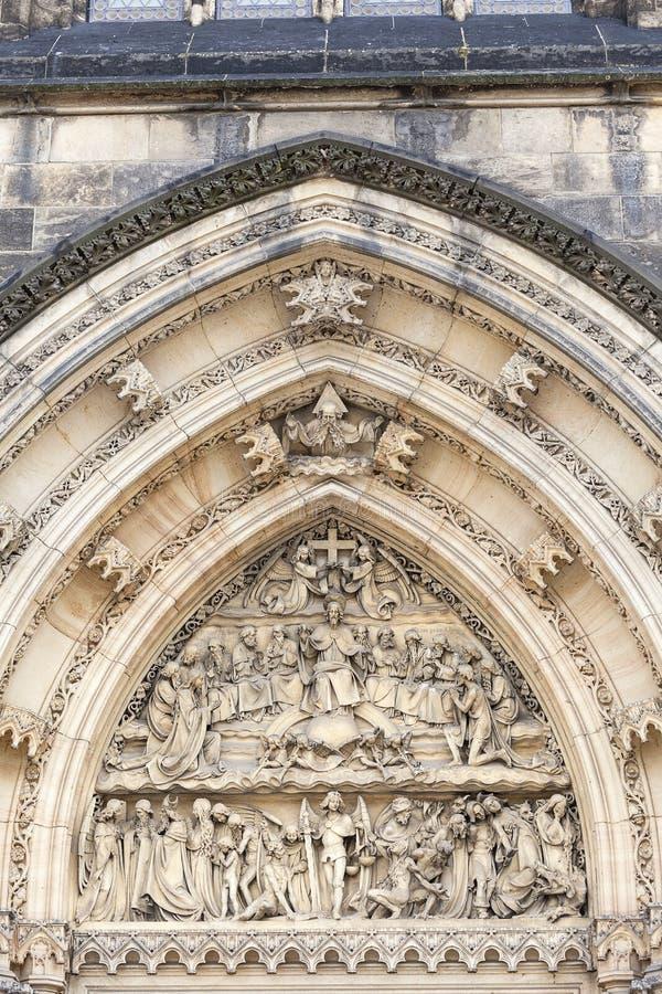 Basilika von St Peter und von St Paul, Vysehrad, Details des Portals, Prag, Tschechische Republik lizenzfreie stockfotografie