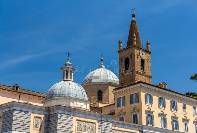 Basilikadi Santa Maria del Popolo i Rome, Italien arkivfoto