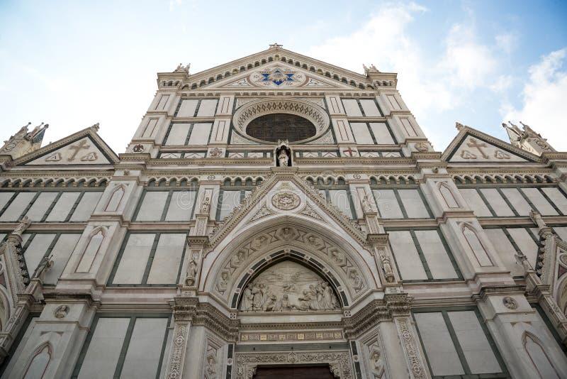 Basilikadina Santa Croce & x28; Basilika av den heliga Cross&en x29; på fyrkant av det samma namnet i Florence Tuscany, Italien royaltyfri foto