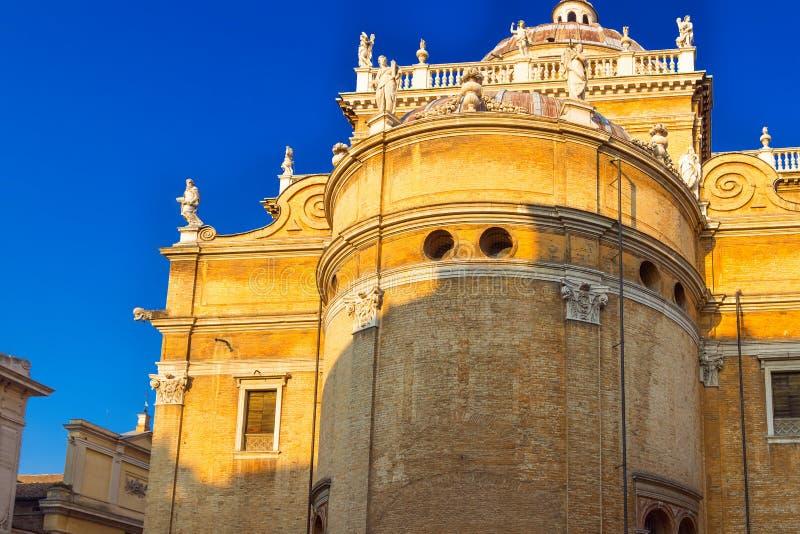 BasilikadiSanta Maria della Steccata katolsk kyrka i Parma, Emilia-Romagna, Italien royaltyfria foton