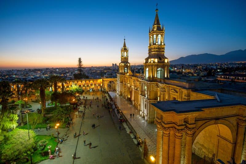 Basilikadomkyrkan av Arequipa på solnedgång fotografering för bildbyråer