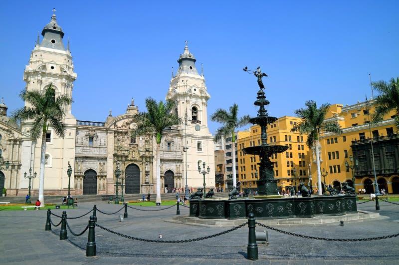 Basilikadomkyrkan av Lima på Plazaborgmästaren Square, Lima, Peru royaltyfri bild
