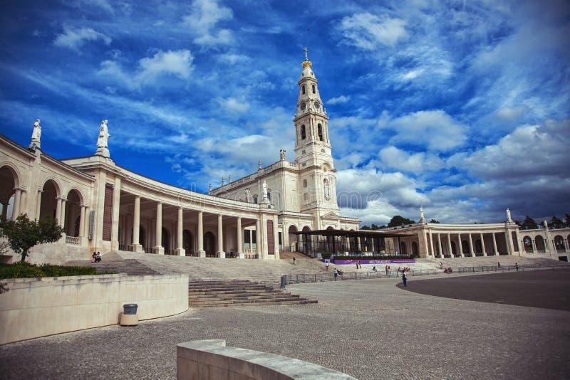 Basilikan av Nossa Senhora gör Rosario arkivbilder