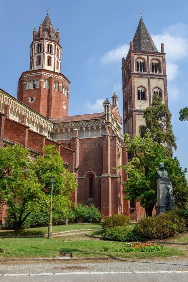 Basilikan av Sant ` Andrea på Vercelli på Italien royaltyfri fotografi