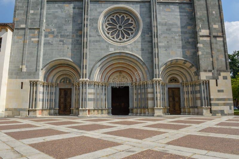 Basilikan av Sant ` Andrea på Vercelli på Italien arkivfoton