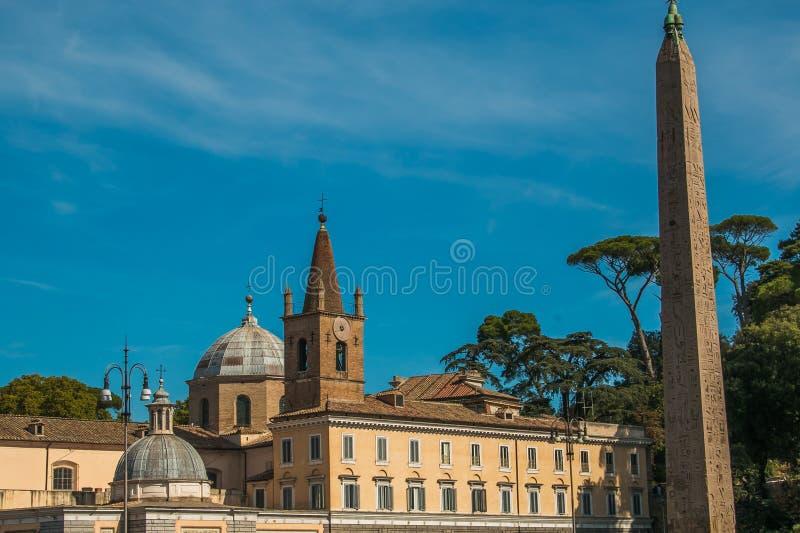 Basilikan av Santa Maria del Popolo är en titulär kyrka och en mindre basilika i Rome royaltyfria bilder