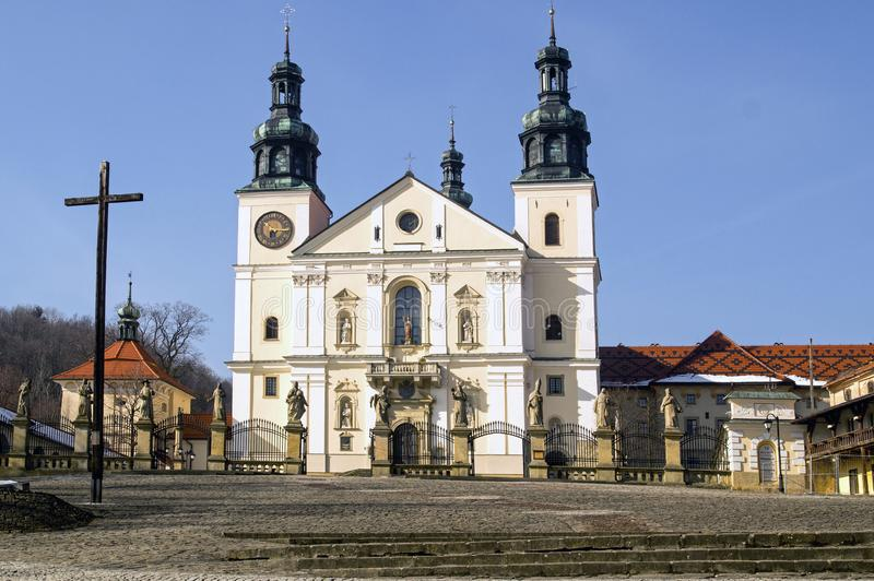 Basilikan av St Mary, Kalwaria Zebrzydowska parkerar, Polen arkivfoto