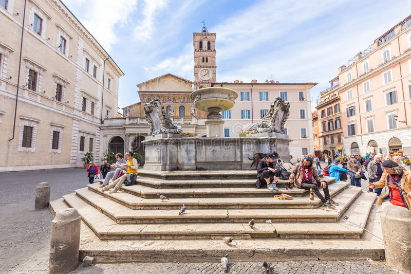 Basilikan av vår dam av Trastevere i Rome, Italien royaltyfria bilder